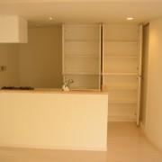 キッチン造作収納:食器サイズに合わせて造作